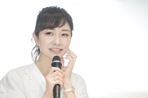 輝くような白い肌がまぶしい美容家・石井美保さん