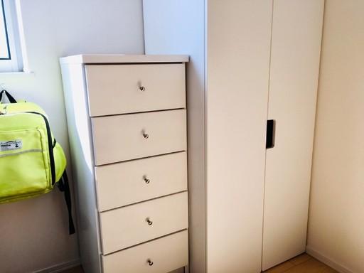 収納家具の扉の開閉が面倒で常に開けっ放しなら扉を取り外して使うのもあり。引き出しの開閉に力がいる収納家具はスムーズに開閉できるようメンテナンスも必要
