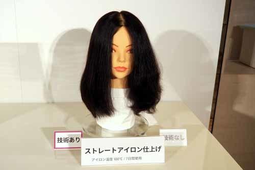 新製品の使用前・使用後で、くせ毛をストレートアイロンで仕上げたときのまとまりやすさを比較したもの