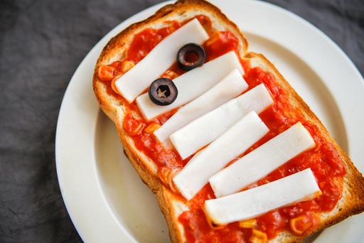 サクサクのトーストと、餅のもっちり食感がナイスな組み合わせ