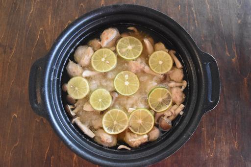 旬のすだちをたっぷり使ったさわやかな鍋