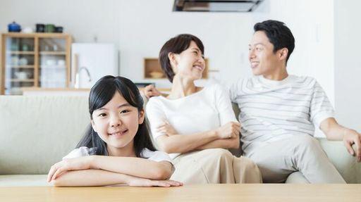 いっしょにいる時間が増える中で夫婦が気をつけたい会話のポイントは何でしょうか?(写真:kou/PIXTA)