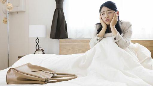 いわゆる「五月病」は医学的に適応障害と呼ばれています。では、「うつ病」と「適応障害」の違いは何でしょうか?(写真:muu/PIXTA)