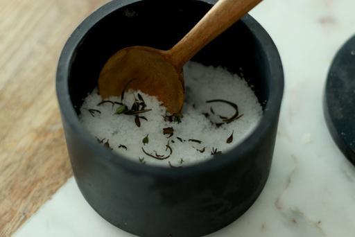 料理をランクアップさせてくれる「ハーブ塩」