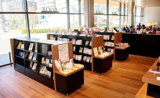 インフォメーションセンター内には「お寺の本屋さん(ブックセンター)」も併設(写真提供:築地本願寺)