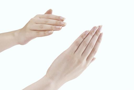 爪が白いときに疑われる病気や症状を皮膚科医が解説します