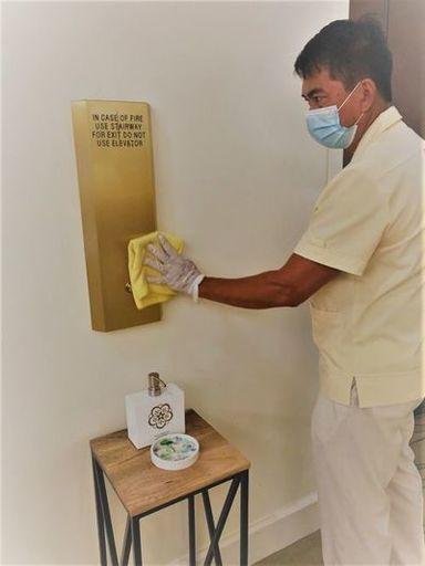 接触回数の高い場所を重点的に消毒・清掃(写真:ザ・カハラ・ホテル&リゾート)