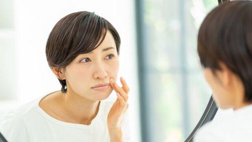 マスクをとった後に鏡を見て、ぎょっとした経験はありませんか?(写真:PIXTA)