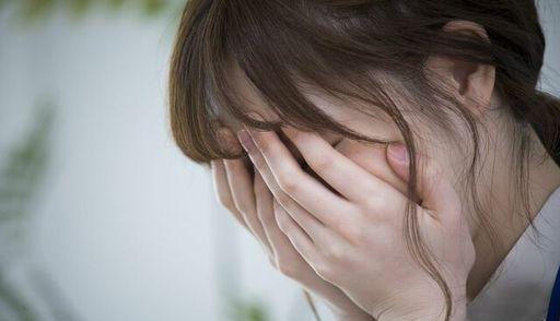 人はストレスを我慢や放置し続けるとどうなるのか?(写真:Ushico/PIXTA)
