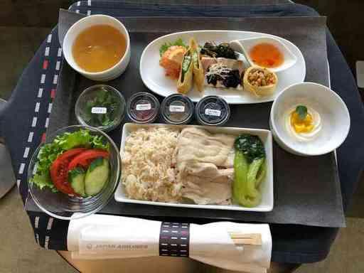 JALのシンガポール旅行風チャーターで提供された機内食(写真:日本航空)