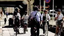 隠れて「自転車通勤」で事故、労災はおりるか│ 「定期代の不正受給」ならば解雇のリスクも