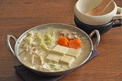 たっぷり野菜でおいしくヘルシーに!簡単節約豆乳鍋