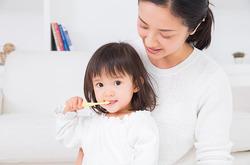 【イラストで解説】乳歯のムシ歯サインのチェック法&予防法をお教えします