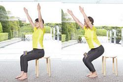 椅子ヨガ/脚を鍛える椅子のポーズ