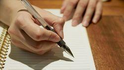 「感情を紙に書く」習慣でストレスは減らせる|1日20分、その日思ったことを書き出すだけ