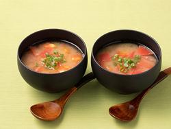 うま味成分がたっぷり!トマトとトロロの味噌汁【免疫力を上げるお手軽レシピ】
