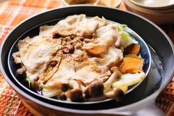 ダイエット中でも豚肉ガッツリ!秋野菜と豚の蒸し料理【身体が変わる10分レシピ#53】