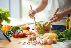 管理栄養士が指南。体調を整えて生産性もUP!?栄養価の高い食事とは