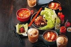 【コンビニ飯レシピ】激辛料理! 焼き鳥の激辛野菜巻/チキン入り激辛ラーメン