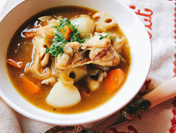 低カロリーでも大満足!手羽元と根菜とカレールーでつくるスープカレー【身体が変わる10分レシピ#63】