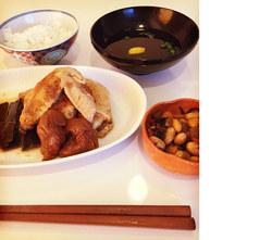 乾燥肌を守る「鶏手羽先の梅昆布煮」