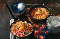 【コンビニ飯レシピ】ホームパーティーも楽ちん! 餃子ザーサイ鍋/和風惣菜の石焼ビビンバ
