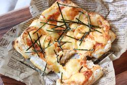 【コンビニ飯レシピ】正月の余り餅で作る、たらこピザ&ミルクしるこ