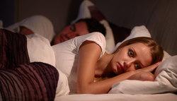 中途覚醒で夜中に目が覚めるときの対策とは?|眠りの質改善法