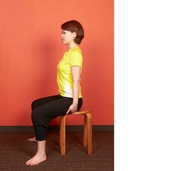 椅子ヨガ/首や肩を伸ばすポーズ