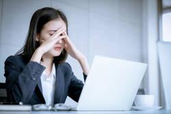 女性が仕事でミスして落ち込んだ時、効果的なのは?