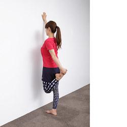 壁ヨガ/踊り子のバランスポーズ