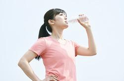 唾液は単なる水分じゃない。そのすぐれた役割について