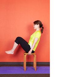 椅子ヨガ/ももと下腹部を引き締めるポーズ(Sitting Asana)
