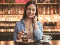 食欲が増すのはホルモンのせい?生理周期をダイエットに活かす方法