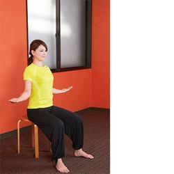 椅子ヨガ/肩甲骨の可動域を広げるポーズ