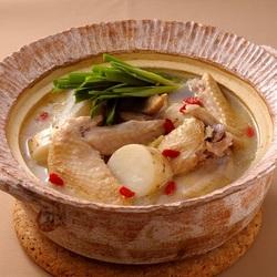 【週刊シル×旬のヘルシーレシピ】長芋と鶏手羽の鍋[260kcal以下]