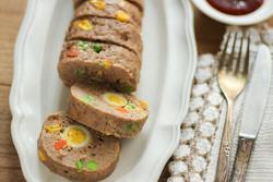 クリスマスパーティーにおすすめ!型がなくても作れる、レンジでごちそうミートローフのレシピ