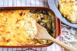 とろけるおいしさ!余ったお餅で作る「餅カレーラザニア」のレシピ