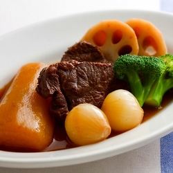 【週刊シル×旬のヘルシーレシピ】大根と牛すね肉の赤ワイン煮[400kcal以下]