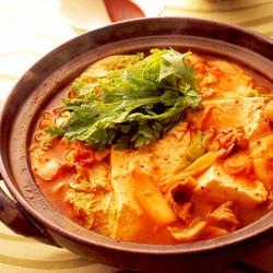 【週刊シル×旬のヘルシーレシピ】豚肉と豆腐のチゲ えごまオイル風味[220kcal以下]