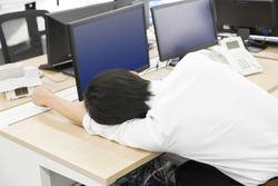 睡眠不足が及ぼす体への影響や注意すべき症状を医師が解説