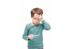 【小児科医に聞く】子供の急な発熱にはどう対処すべき?病院?それとも自宅ケア?