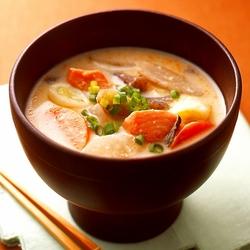 【週刊シル×旬のヘルシーレシピ】鮭と大根のヨーグルト入りかす汁[155kcal以下]