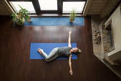 【目指すはスラっとした脚】簡単にできる「横向き内股トレーニング」ダイエット