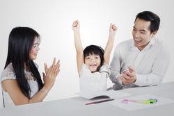 """子どもは""""認める""""ことで自己肯定感が育つ?"""