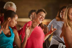 【体幹を鍛える】お腹やせに効果的な「スタンディング・クロスクランチ」とは?