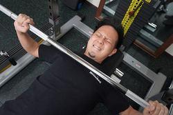 腹を凹ますなら胸トレから!? パーソナルトレーニング体験記「胸トレ編」(1)
