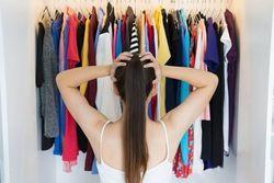今こそ不要な服の断捨離チャンス、古着宅配買取サービスでおこづかいをGET!