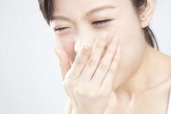 吐き気が続くのは病気のせい? 嘔吐の原因と対処法を解説