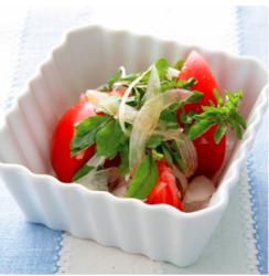 【週刊シル×旬のヘルシーレシピ】トマトと玉ねぎのサラダ[40kcal以下]